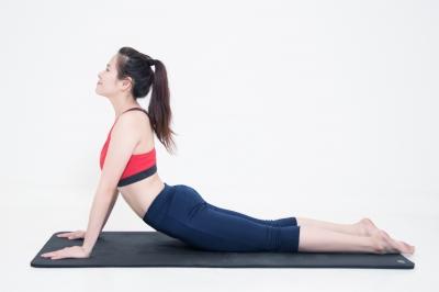 4 tư thế yoga tại nhà giúp chị em trẻ lâu, đẩy lùi lão hóa
